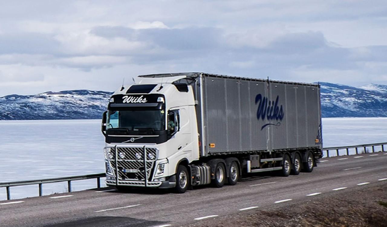 L'autista svedese Lars Lindgren trasporta carichi generici tra il nord della Svezia e diverse destinazioni in Norvegia con il suo Volvo FH dotato di I-Shift Dual Clutch.